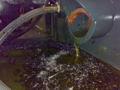 切り屑の排出 マシニングセンターの切り屑の排出口です。