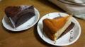 向かって右がフロマジュリー(チーズケーキ)、左がガトー・オ・ショ
