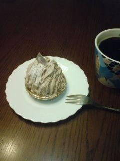 ケーポッシュのモンブランを食べる。とりあえずコーヒーを淹れたが合