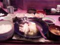 今日は鶏の水炊き定食with味噌汁。これなら許せる。だが味噌汁がかぼ