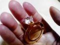 これは、指輪にみせかけたブックマーク(しおり)です。