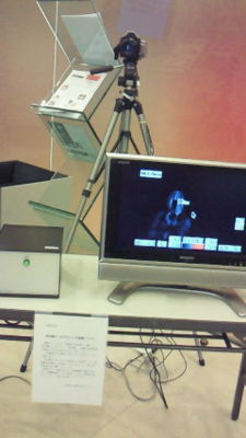 兵庫県立芸術文化センター楽屋口にて。体温サーモグラフィ設置されて