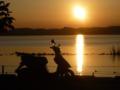 道の駅 たまつくりにて 霞ヶ浦と、沈む夕日