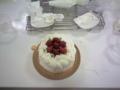 イチゴの デコレーションケーキ。クリスマスにも子供と一緒に作りた