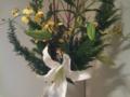 [今週の花]ひば杉、オンシジュウム、百合、珊瑚みずき。お花屋さん、遅くまでお