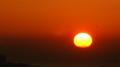 イブ日の出 今朝は逆転層がかかっていて地平線から直接上がるように