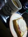 ツインピークス マグカップでコーヒー、ハムととろけるチーズとケチ