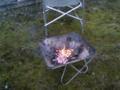 庭の小枝で焚火なう。