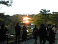 夕日に照らされてぎらつく金閣寺なう