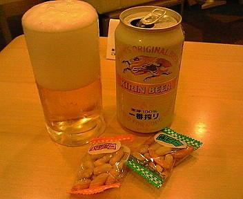 福岡空港のラウンジはナント!缶ビールが1本、無料でもらえます。