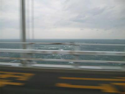 鳴門海峡風速11m、タンカーが吸い寄せられるのを拒否するかのように大