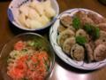 夕飯はレンコンの挽き肉のせ焼き、サーモンのマリネ、山芋の煮物。