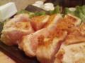 遅めの昼メシ。大山鶏の刺身ステーキ。今日はちゃんとレア。  L:港区
