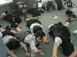 移動教室でナズさん最後らへんに教室入ったらクラスメイトがゾンビ遊