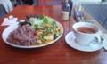 新規開拓とはいえシャレオツカフェ飯たけぇ。厚揚げの隣りに玄米とレ