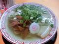 続けて特製塩そば 鶏ガラの旨味がしっかり味わえるスープ 麺は細麺
