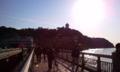 逆光で何やらわからんが、江ノ島。