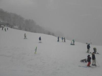 川場スキー場、猛吹雪。しかしパウダースノーでモフモフ。