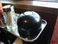 お好み焼き屋なう。カーボン柄の呼びベルは初めて見たわ。