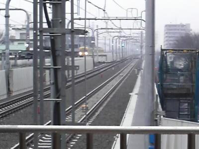東京は雨。