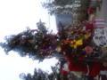 オーソドックスなツリーが登場!サンタさんがいっぱいのジンジャーマ
