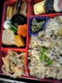 たびといえば駅弁よ。フードコートで沖縄料理の「ラフテー弁当」980円