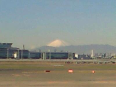 羽田のJALラウンジで一息ついてます。10時45分発関空行きで大阪へもど