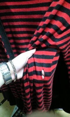 ポロジーンズカンパニーの赤黒カーデ。すごくお気に入りだったのに洗
