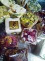 ドバイで買った薔薇とナッツのクッキーとヌガー。薔薇クッキーはほん
