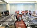 今日新しい机設置されてパーティションもできるのだ、現在待機中ヽ(