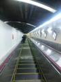 東京メトロ千代田線新御茶ノ水駅なう。いつ見てもこの駅のエスカレー