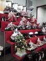 ひな人形店なう。56 万て…