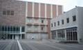 (写真正面)博聞館。4階「めいおんホール」、2階3階はカード認証