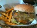 今日のランチはアボカドチーズハンバーガー♪
