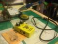 友人のエフェクター改造、抵抗とコンデンサー交換。いい感じ!