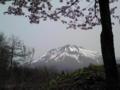弘前は朝から晴れています。今日は駅レンタカーを借りて岩木山と世界