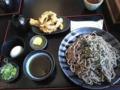 そば処ひろ。今日まで開店記念で肉そば300円下足天ざる350円。太めの乾