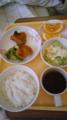 ayu:今日のお昼から串刺し食でなく常食になりました。メインはチキン