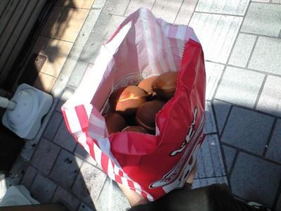 昨日から広島中心地はとおかさんってお祭りです ベビーカステラ買っ