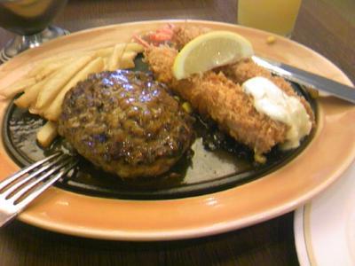 ロイホなう!黒×黒ハンバーグ&海老フライ蚸食べちゃう!