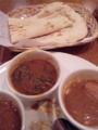 某アウトレットモールのインド料理店にてランチ中。ナンを食べると幸