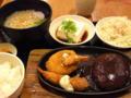 お昼は定食屋さんでハンバーグ、小うろん付き(*^o^*)