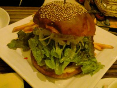 標高15センチのハンバーガー!