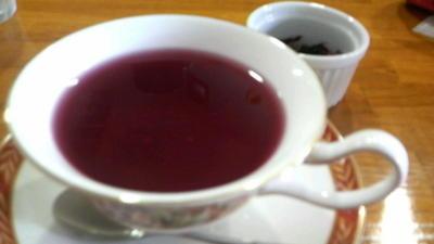 帰り道にひと休み、ハーブティーです。珍しいお茶を。8月22日にワンデ