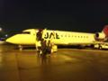 大阪空港は雨だった。JALで熊本空港に飛びます。