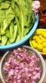 帰宅したら食卓の上が鮮やか。自家菜園の高菜、お隣りさん宅の柚子、