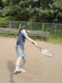 兄からお下がりラケットをもらって、テニス初体験中です。サッカー少