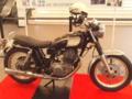 おもてなし課観に来たらたまたま100回泣くことのバイクが展示してあっ