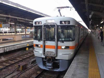 名古屋624発の関西線亀山行きに乗車。