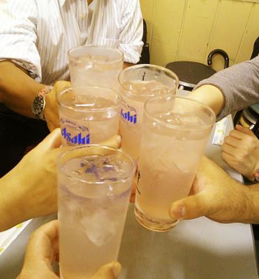 三軒目は、ガード下の宮ちゃんで、カラオケ混じりで乾杯〜o(^-^)o